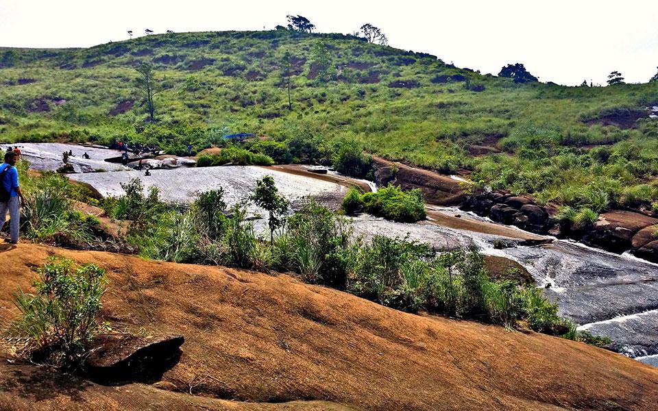 Places To Travel In Deniyaya