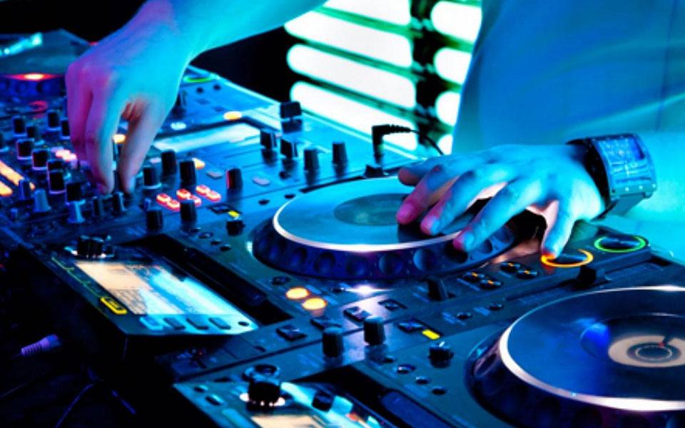 Worlds Best 10 DJs